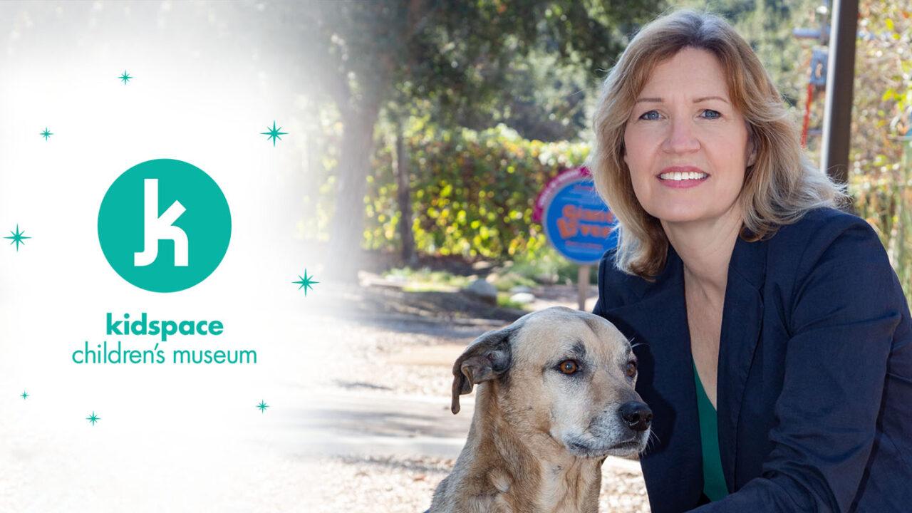 Lisa Clements y su perro mascota